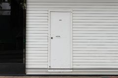 гараж двери кирпича свертывает вверх стену Стоковые Фотографии RF