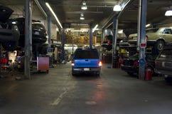 Гараж отладки автомобиля стоковые изображения rf