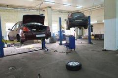 Гараж ремонта автомобиля Стоковое фото RF