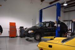 Гараж ремонта автомобиля Стоковые Фотографии RF