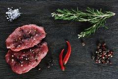 2 гарнировали сырцовые стейки говядины Стоковое Изображение