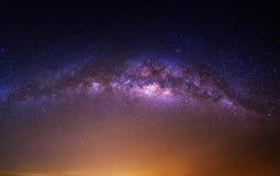 Галактика млечного пути над горой на ноче, горой Deogyusan в Корее стоковое изображение rf