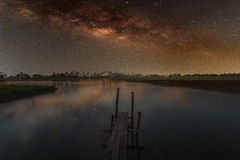 Галактика млечного пути, фотоснимок долгой выдержки, с зерном Стоковое Фото