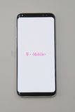 Галактика S8 телефона Samsung самая новая теперь будучи поставлянным к T-передвижным клиентам пре-заказа Стоковое Изображение