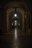 Галереи Лиссабона на квадрате коммерции на ноче Стоковая Фотография RF
