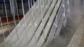 Гальванизируя детали фабрики близкие поднимающие вверх видеоматериал