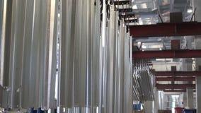 Гальванизируя детали фабрики близкие поднимающие вверх акции видеоматериалы