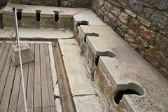 Гальюн в древнем городе Ephesus стоковое фото
