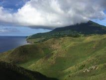 Где небо и холмы встречают стоковое фото rf