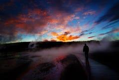 Гейзеры Йеллоустона восхода солнца при Silhouetted человек Стоковые Фотографии RF