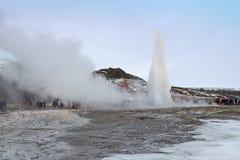 Гейзер на горячем источнике Geysir, Исландии Стоковое фото RF