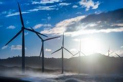 Генераторы энергии ветрянок на береговой линии океана philippines Стоковая Фотография