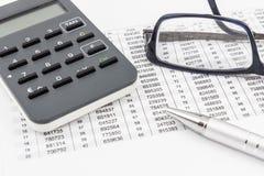 Генератор, стекла, ручка и TAN TAN перечисляют для онлайн-банкингов Стоковая Фотография RF