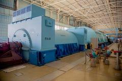 Генератор Turbo при водопод охлаждая на комнате машинного оборудования атомной электростанции стоковое изображение