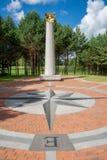 Географический центр Европы, с кроной звезд на столбце и ветре розовых или лимбе картушки компаса стоковые фото