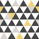 Геометрическая картина вектора с белизной, grea и золотыми треугольниками абстрактная предпосылка безшовная Стоковые Изображения