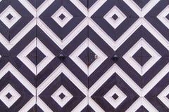 Геометрическая картина на двери, черно-белые косоугольники Стоковые Изображения
