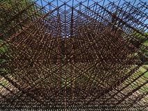 Геометрическая скульптура металла Стоковая Фотография RF