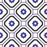 Геометрическая среднеземноморская картина плитки голубого и белого косоугольника безшовная Стоковая Фотография RF