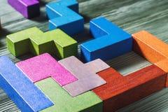 Геометрические формы на деревянной предпосылке стоковая фотография rf