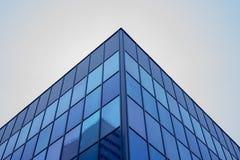 Геометрия структур здания стеклянная на фасаде стоковое фото rf