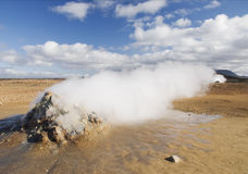 геотермический сброс пара ландшафта Исландии вулканический Стоковое фото RF