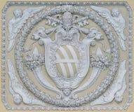 Герб Папы Милосердный XII в потолке лоджии в базилике St. John Lateran в Риме стоковая фотография