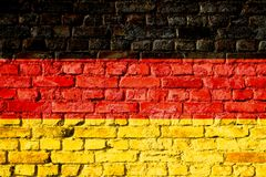 Германия в немце, национальном флаге Bundesrepublik Deutschland покрашенном на кирпичной стене Стоковое Изображение RF