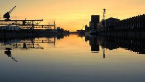 Германия Карлсруэ rhine порт Романтичный красивый заход солнца сток-видео