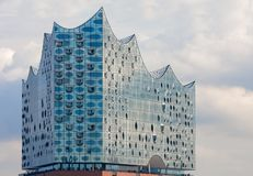 Германия hamburg Верхняя стеклянная часть здания Elbphilharmonie Эльбы филармонического стоковое фото rf