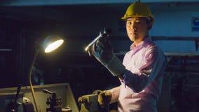 Гибочная машина пользы работника с стальной трубой Concep металла работая Стоковое Изображение