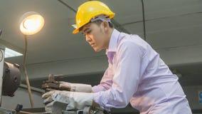 Гибочная машина пользы работника с стальной трубой Concep металла работая Стоковая Фотография RF
