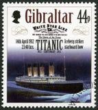 ГИБРАЛТАР - 2012: айсберг выставок поражает правобортовой смычок, 14-ое апреля 1912, столетие 1912-2012 серии титаническое Стоковая Фотография RF