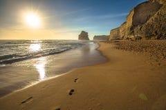 Гибсон шагает пляж на заход солнца в Австралии Стоковое фото RF
