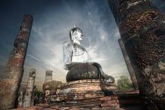 Гигантская статуя Будды в Wat Mahathat, Sukhothai, Таиланде Стоковые Фото