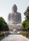 Гигантская статуя Будды и крошечный Сибирский бурундук Стоковые Фото