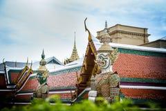 Гигантская статуя в виске Таиланда Стоковая Фотография RF