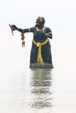 Гигантская статуя в море стоковое фото rf