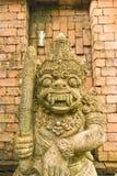 Гигантская статуя с коричневой предпосылкой. Тайский Стоковые Фотографии RF