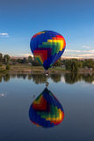 Гигантские воздушные шары над рекой Yakima Стоковая Фотография