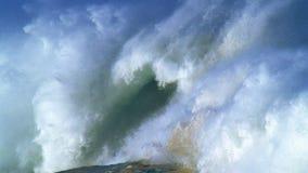 гигантские волны видеоматериал
