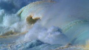 гигантские волны акции видеоматериалы