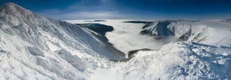 гигантские горы сценарные Стоковые Фото