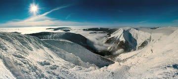 гигантские горы сценарные Стоковые Изображения RF