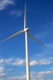 Гигантские лезвия ветротурбины в Монтане Стоковое Изображение
