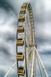 Гигантские колесо ferris и небо облака Стоковые Фото