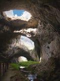 Гигантские отверстия пещеры Стоковые Изображения RF