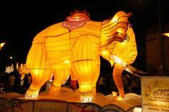 Гигантские фонарики неба слонов на chaing mai Thailland для Celebr Стоковое Изображение