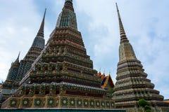 Гигантские chedis построенные для тайских королей на историческом Wat Pho в Бангкоке, Таиланде Стоковое Фото
