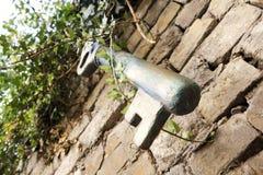 Гигантский винтажный ключ Стоковые Фотографии RF